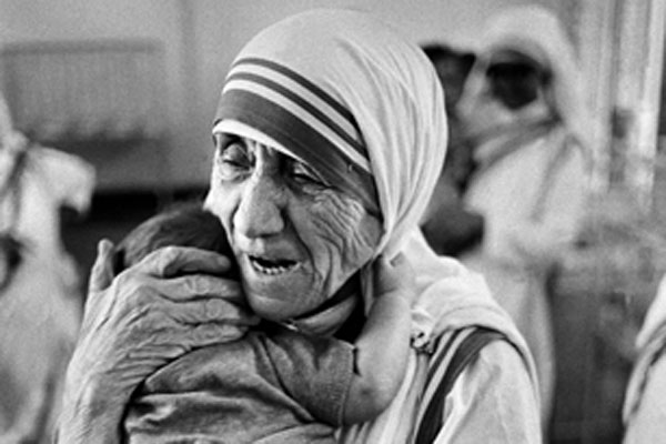 Mother Teresa Feeding The Poor Why the Best Leaders A...